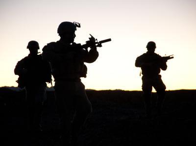Soldaten der 1962 gegründeten US-Spezialeinheit Sea-Air-Land (SEAL) während eines Manövers (undatierte Aufnahme).