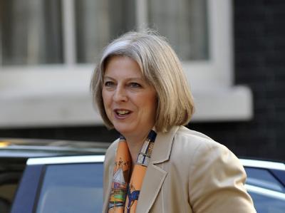 Innenministerin Theresa May ist gegen den Einsatz von Wasserwerfern.