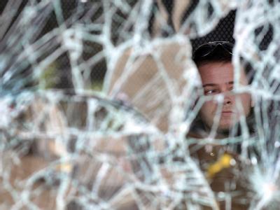 In London kehrte nach drei gewalttätigen Nächten in Folge wieder Ruhe ein, doch die Gewalt verlagerte sich in Städte wie Manchester, Liverpool und Birmingham.