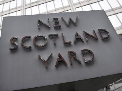 Hat Scotland Yard versagt? Angesichts der Krawalle in England fordern viele ein härteres Durchgreifen.