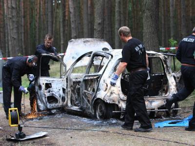 In diesem ausgebrannten Auto wurden zwei Leichen gefunden.
