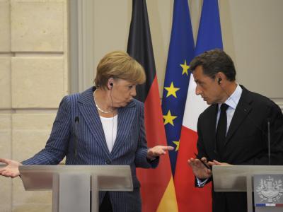 Kanzlerin Merkelund Präsident Sarkozy bei der Pressekonferenz im Elysée-Palast.
