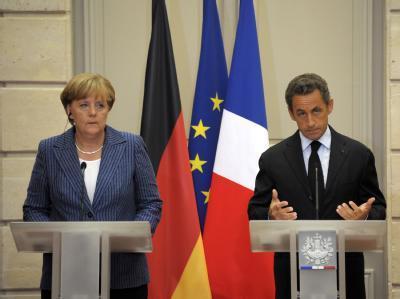 Bundeskanzlerin Merkel und der französische Präsident Sarkozy während der Pressekonferenz im Elysee Palast in Paris.