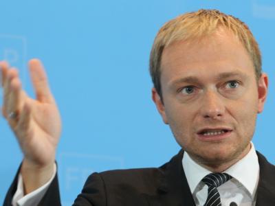 Die Generalsekretär der FDP, Christian Lindner, beantwortet im Thomas-Dehler-Haus in Berlin Fragen von Journalisten.