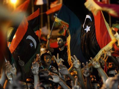 Libyer feiern in Bengasi den Sturz des Gaddafi-Regimes.