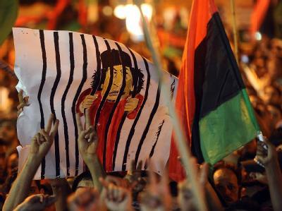Einwohner von Bengasi feiern den Triumph über Diktator Gaddafi.