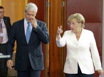 Kanzlerin Angela Merkel hat Serbiens Präsidenten Boris Tadic aufgefordert, sich für eine Lösung mit dem Kosovo einzusetzen.