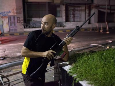 Ein Gegner des Regimes in den Straßen von Tripolis.