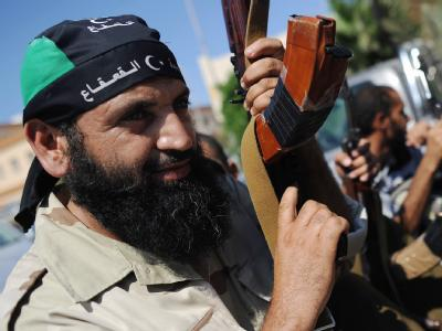 Libyscher Rebell: Den Segen und das Geld der internationalen Gemeinschaft haben die neuen Machthaber in Libyen. Im Gegenzug versprechen sie einen raschen demokratischen Wandel.