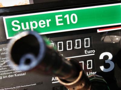Um den Treibstoff E10 ist ein weiterer koalitionsinterner Streit entbrannt.