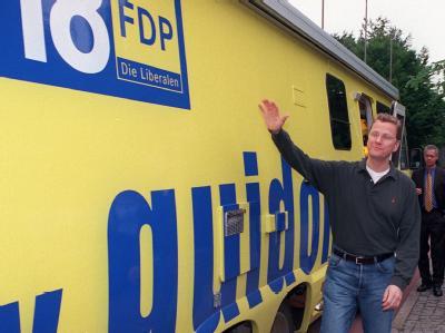 Als FDP-Kanzlerkandidat war Guido Westerwelle 2002 mit seinem «Guidomobil» unterwegs.