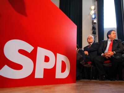 Frank-Walter Steinmeier und der SPD-Bundesvorsitzende Sigmar Gabriel leisten in Rostock-Warnemünde Wahlkampf-Hilfe.