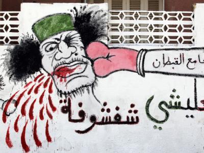 Anti-Gaddafi-Karikatur auf einer Wand in der libyschen Hauptstadt Tripolis.