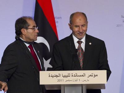 Vertreter des libyschen Übergangsrats, Mahmud Dschibril (l.) und Mustafa Mohammed al-Dschalil.
