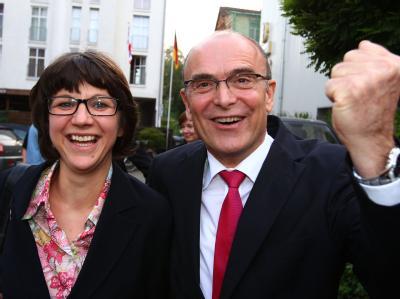 Erwin Sellering freut sich mit seiner Frau Britta über den Wahlerfolg.