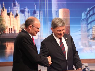 Erwin Sellering (SPD) und Lorenz Caffier (CDU) nach den ersten Hochrechnungen.