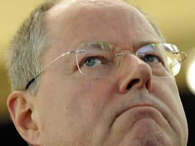 Peer Steinbrück: Die SPD will die Einführung einer Börsensteuer als Gegenleistung zu ihrer Zustimmung zum Fiskalpakt. Foto: Marius Becker/Archiv