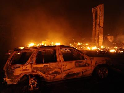 Nichts mehr zu retten: Ein ausgebrannter Wagen nahe der Ortschaft Bastrop.