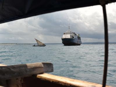 Fähre sinkt vor Sansibar
