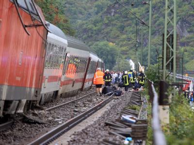 Auf der Bahnstrecke bei St. Goar ist ein Personenzug entgleist. Der Lokführer erlitt einen Oberschenkelbruch. Vier bis fünf der rund 250 Fahrgäste wurden leicht verletzt.