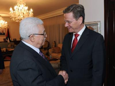 Außenminister Guido Westerwelle bei seinem Treffen mit Palästinenserpräsident Mahmud Abbas in Ramallah.