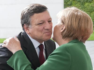 Bundeskanzlerin Angela Merkel (CDU) wartet beim Thema Griechenlandhilfen auf das Urteil von Finanzexperten, die unter anderem aus dem Haus von EU-Kommissionspräsident Jose Manuel Barroso kommen.