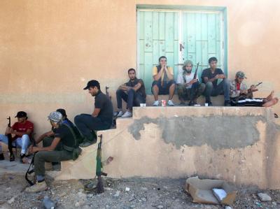 Trotz aller Angriffe der Aufständischen kontrollieren Gaddafi-Kämpfer weiterhin vier Städte in Libyen.