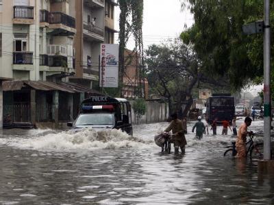 Ein Jahr nach der Jahrhundertflut in Pakistan sind bei dem jüngsten Hochwasser nach Angaben der Katastrophenschutzbehörde NDMA mindestens 226 Menschen ums Leben gekommen.