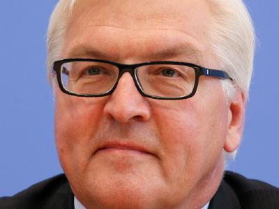 Frank Walter Steinmeier wirft Wirtschaftsminister Philipp Rösler Verantwortungslosigkeit in der Griechenland-Debatte vor.