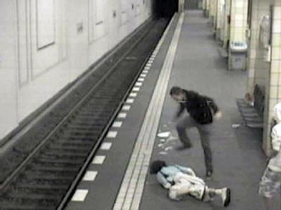 Videoaufnahme des Angriffs im U-Bahnhof Friedrichstraße