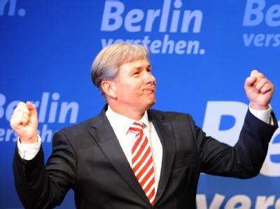 Zeigt seine Muckis nach dem souveränen Wahlsieg: Berlins regierender Bürgermeister Klaus Wowereit (SPD).