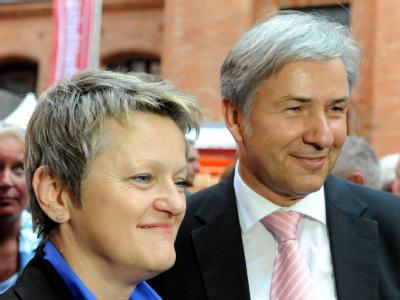 Rot-grünes Bündnis möglich: Berlins Regierender Bürgermeister Klaus Wowereit (SPD) und seine Herausforderin Renate Künast von den Grünen.