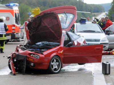 Unfallstelle auf der Autobahn 5 nahe Homberg/Ohm, wo bei einer Massenkarambolage mehrere Menschen schwer verletzt wurden.