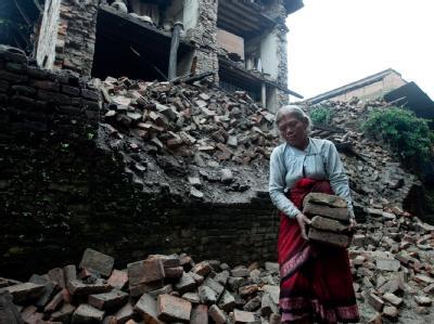 Ein starkes Erdbeben hat den Nordosten Indiens und Teile Nepals und Tibets erschüttert.