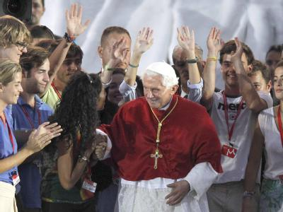 Gespannt warten viele Katholiken auf Papst Benedikt. Sie hoffen auf Signale, wie es in der katholischen Kirche weitergehen soll. (Archivbild)