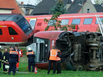 Bei einem schweren Zugunglück sind zahlreiche Menschen verletzt worden.