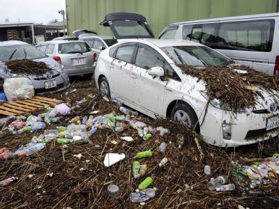 «Roke», der 15. Taifun der Saison, hat die japanische Hauptinsel Honshu mit heftigen Regenfällen und Sturmböen überzogen.