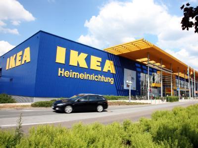 Blick auf das Ikea-Einrichtungshaus in Dresden (Archivbild vom 11.06.2011). Foto: Marko Förster, dpa