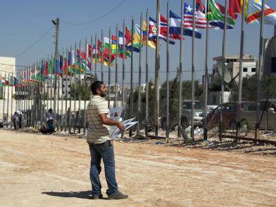 Das politische Zentrum der Palästinenser ist mit Fähnchen festlich geschmückt. Aber die Sicherheitskräfte sind auf alles gefasst.