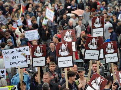 Proteste gegen den Papst