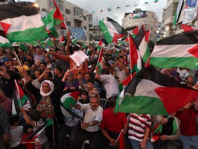 Flaggen zeigen in Ramallah: Abbas hatte die Mitglieder der Vereinten Nationen aufgefordert, einen Staat Palästina als Vollmitglied aufzunehmen.