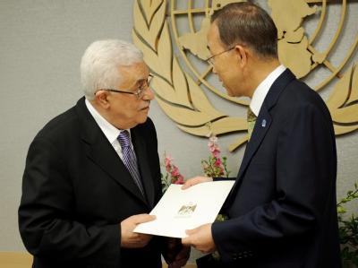 Die große Mehrheit der Staatenwelt hat viel Sympathie für den Aufnahmeantrag: Palästinenserpräsident Mahmud Abbas (l.) im Gespräch mit UN-Chef Ban Ki Moon.