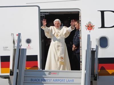 Vier Tage war der Papst in Deutschland. Mit Hunderttausenden hat er Gottesdienste gefeiert, aber seine Predigten und Ansprachen hinterlassen viele Fragen. Will Benedikt eine andere Kirche?