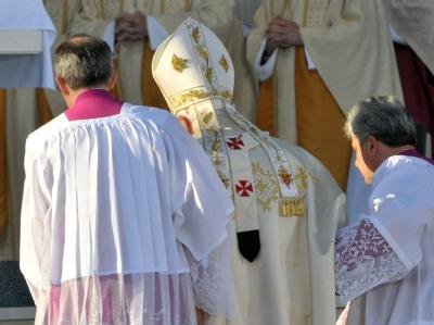 Papst Benedikt XVI. auf dem Weg zur Messe in Erfurt.