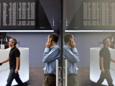 Börse in Frankfurt am Main: Nicht nur hier warten die Händler gespannt auf die Abstimmung im Bundestag.