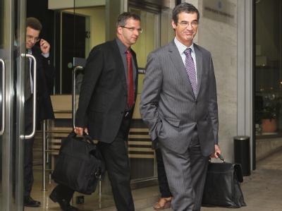 Die Finanzkontrolleure von EU, Europäischer Zentralbank (EZB), wie hier Klaus Masuch, und Internationalem Währungsfonds (IWF) verlassen das griechische Finanzministerium.