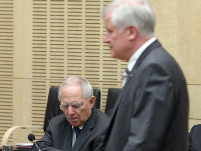 Bundesfinanzminister Wolfgang Schäuble und Bayerns Ministerpräsident Horst Seehofer am Freitag während der Bundesrats-Sondersitzung zur Euro-Rettung.