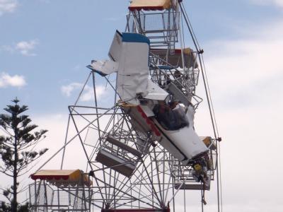 Harte Landung im Riesenrad.