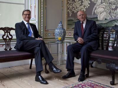 Bundesaußenminister Westerwelle ist zu einem Kurzbesuch zu seinem niederländischen Amtskollegen Rosenthal in Den Haag gereist