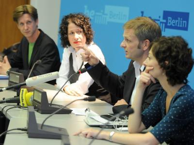 Die Vorsitzenden des Landesverbandes Berlin von Bündnis 90/Die Grünen sprechen im Roten Rathaus nach den gescheiterten Verhandlungen.